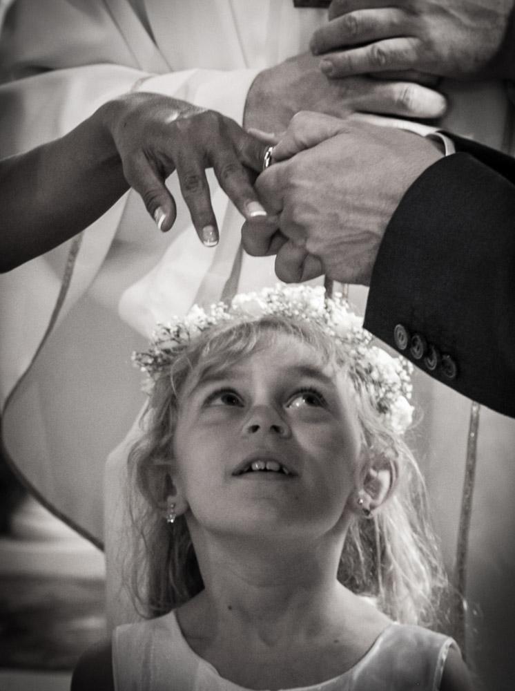 barbara-liverani-fotografa-di-matrimonio-bimba-anelli