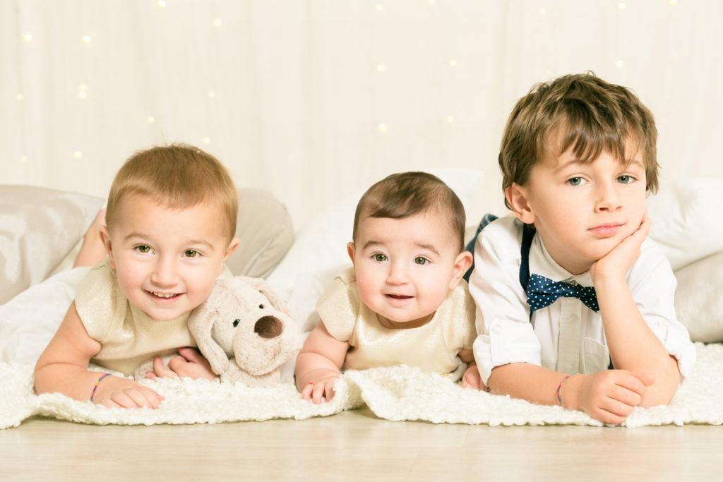 foto natale bambini tre fratelli