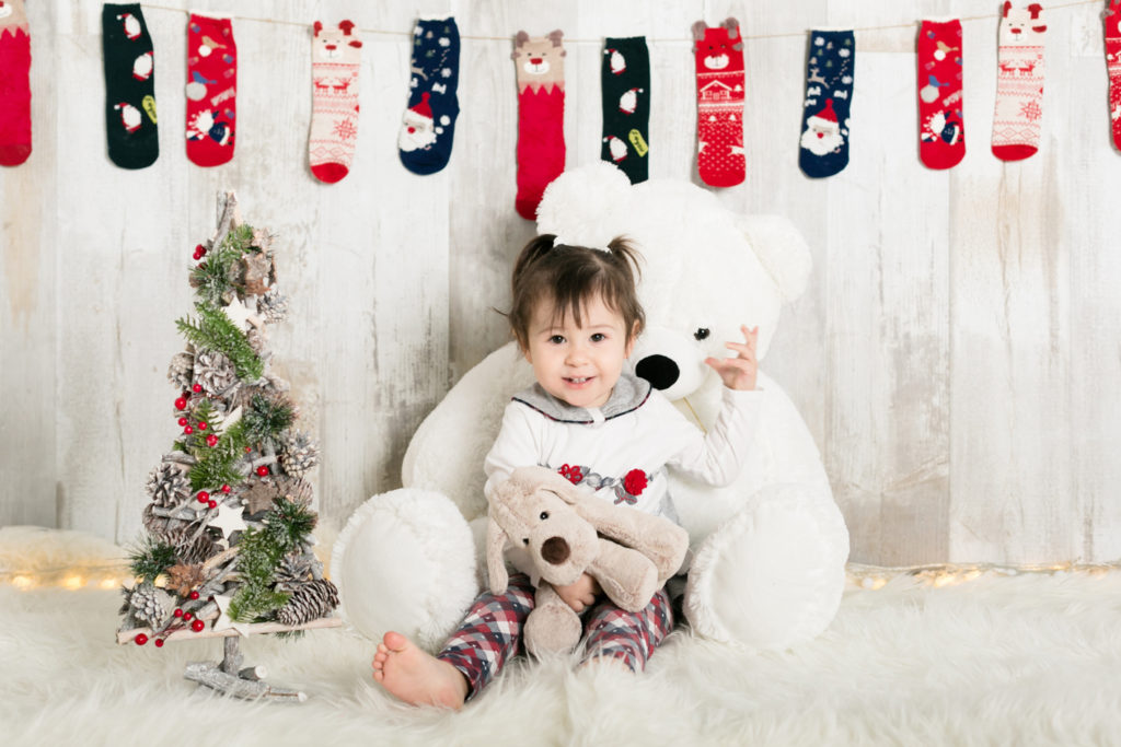 foto natale bambini con peluche